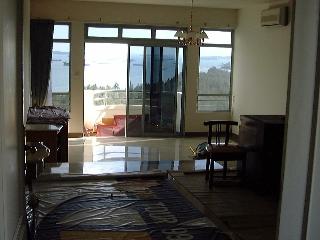 Makena small semi-circular balcony facing sea 24th flr