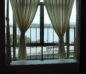 Costa Rhu-bdrm, bay windows and sea view  11th floor Ancilla