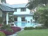 Singapore bungalow: Big inground pool & landscaped gardens