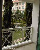 0921tn_duchess_crest4bdrm_balcony_singapore.jpg (16495 bytes)