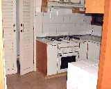1035tn_Highpoint_kitchen_inside320.jpg (21858 bytes)