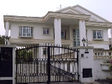 Mansion with very large bedrooms and garden $15,000
