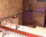 Northshore bungalow has big jacuzzi bath tub for Caucasians.