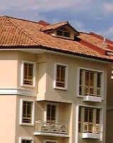 1118tn_VillaMarina_attic_room_maisonette300.jpg (29280 bytes)